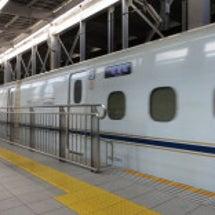 新幹線ホームの点字ブ…