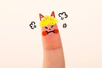怒ってる指人形