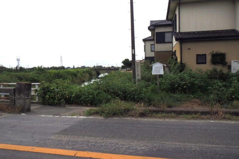 儀長城/①道端に石碑と説明板