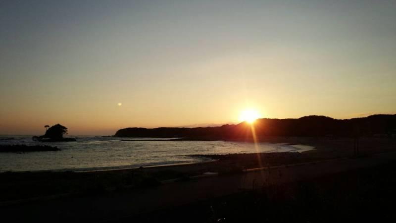 夕暮れどきのあづり浜