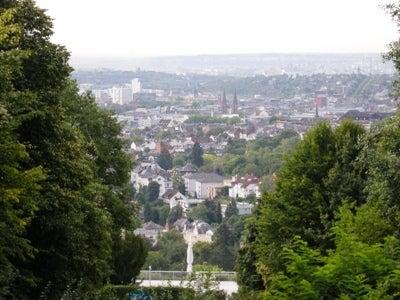 ヴィースバーデンの町を見下ろす