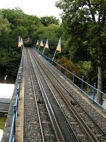 ネロベルク鉄道の線路の下は水路