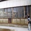 工場の壁を撤去して電…
