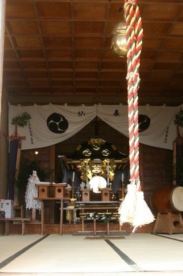 須賀神社社殿に神輿