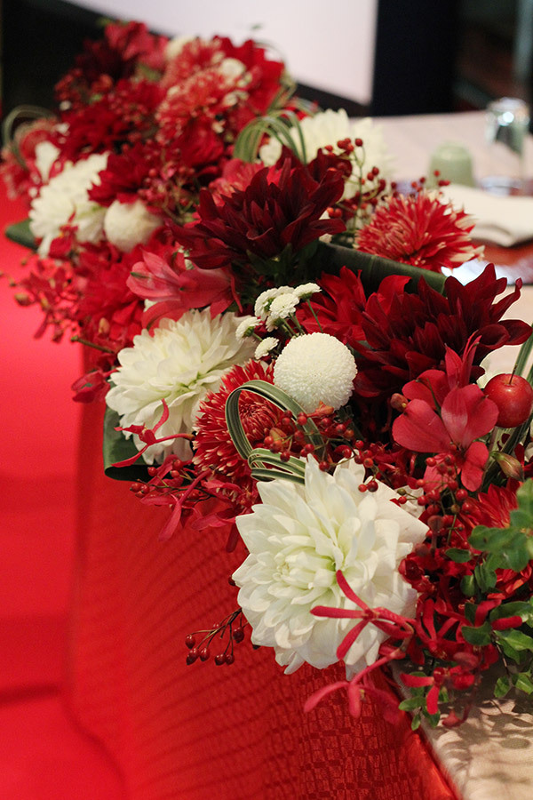 メインテーブル,高砂,装花,和,赤,白,実もの,秋