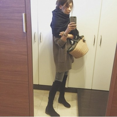 五明祐子さんのブログ着用のジョントンズブラックコーディネート