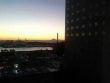 職場からの夕陽と富士山