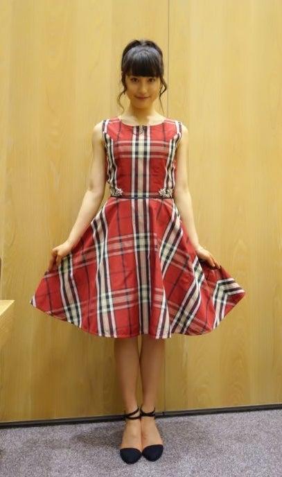 ちょっとレトロな雰囲気のドレスを着る土屋太鳳