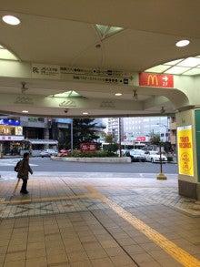 京王八王子駅出口を背に、