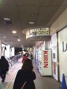 路線バス乗り場へ行きましょう。