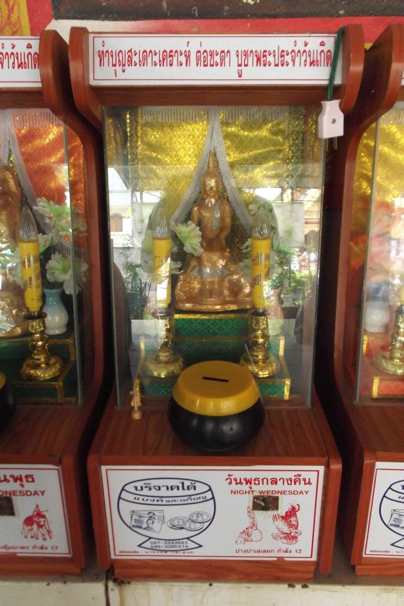 タイの曜日占いと白いシワカ・コマラパ像 14