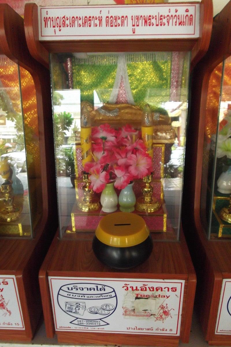 タイの曜日占いと白いシワカ・コマラパ像 12