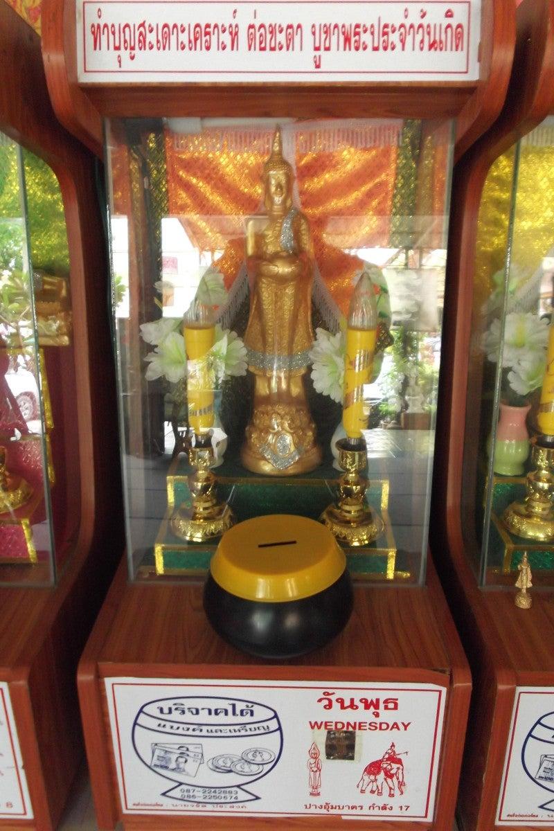 タイの曜日占いと白いシワカ・コマラパ像 13