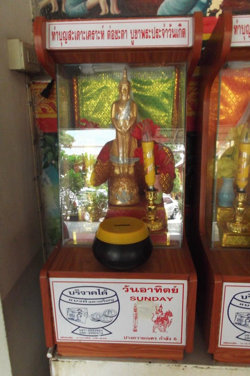 タイの曜日占いと白いシワカ・コマラパ像 10
