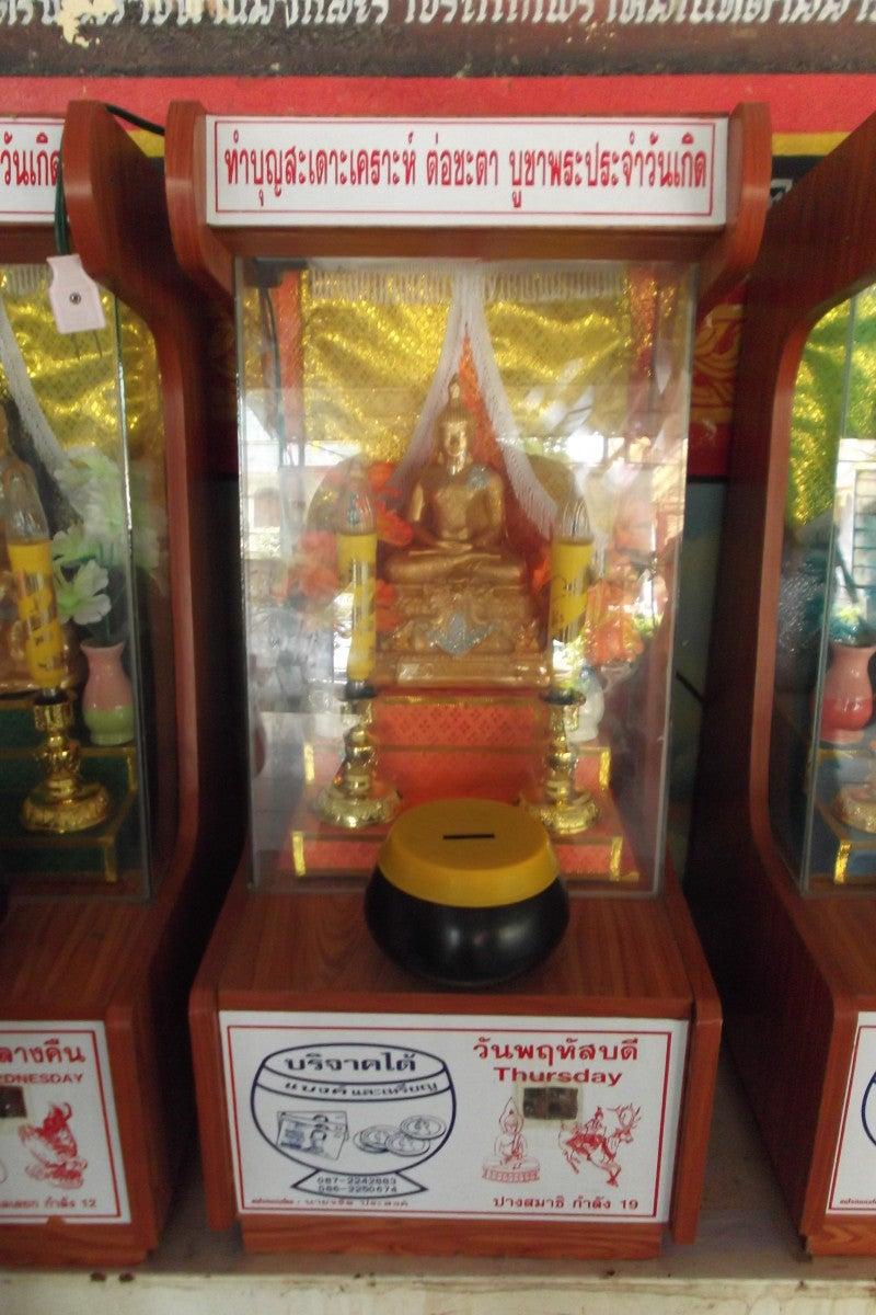 タイの曜日占いと白いシワカ・コマラパ像 15