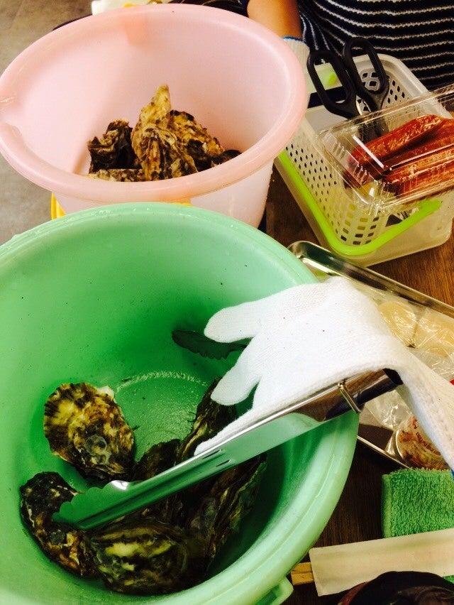 新門司 焼き喰い処 牡蠣小屋 バケツに牡蠣