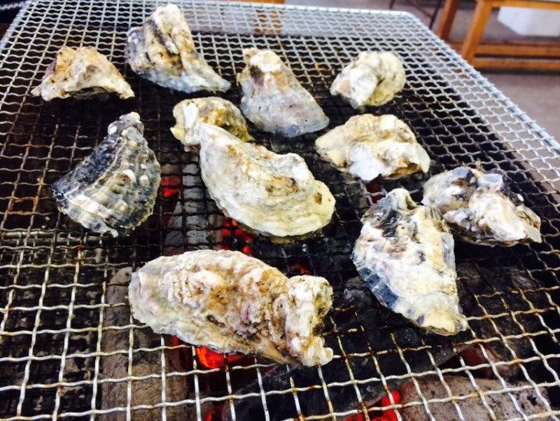 新門司 焼き喰い処 牡蠣小屋 並ぶ牡蠣