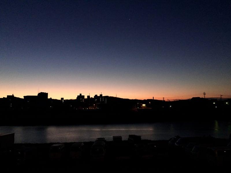 日の出のころ