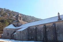 セナンク修道院と雪
