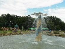 白州・尾白の森名水公園「べるが」尾白の湯 噴水