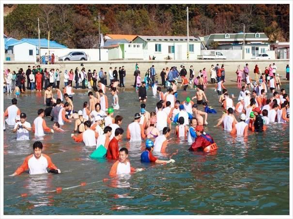 韓国旅行、慶尚南道、お祭り、水泳