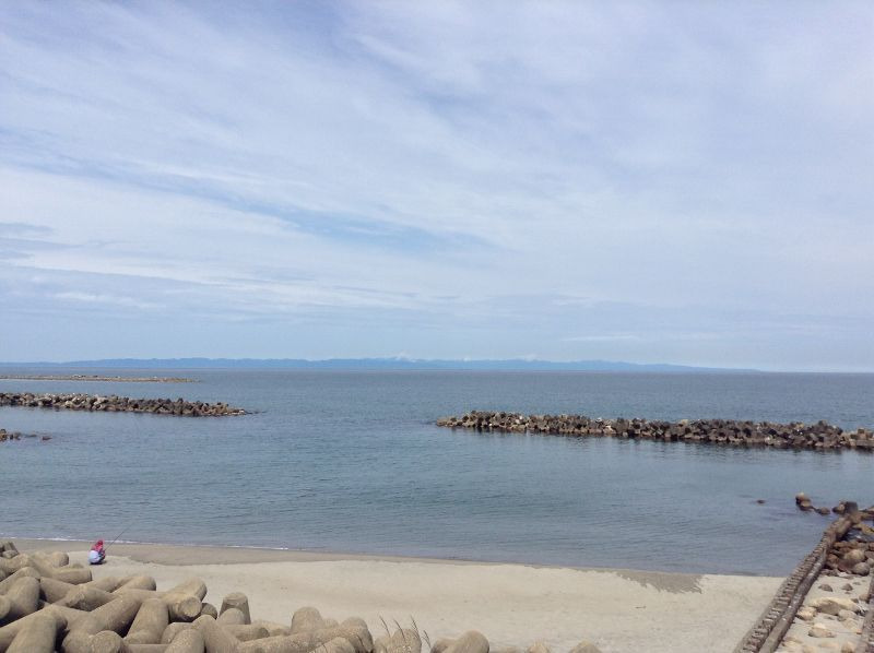 日本海の向こうに見える佐渡の島.jpg