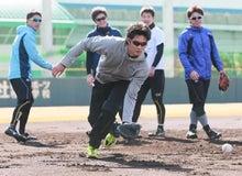 鳴尾浜でノックを受ける藤浪晋太郎投手