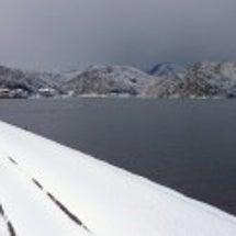 雪景色の湾
