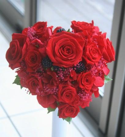 赤いバラのハートのブーケ