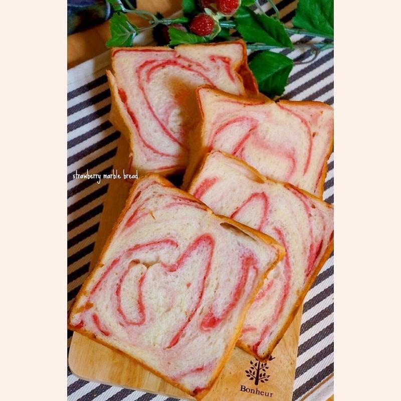 いちごマーブル食パン