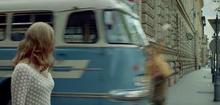バスにはねられて死亡