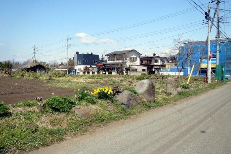 幕岩城④左から城址碑