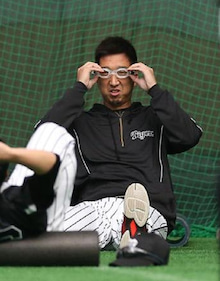 ゴーグルをつける藤川球児投手