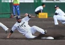 ゴメス内野手は盗塁練習で走者として参加