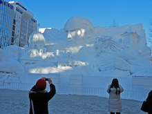 雪まつり「進撃の巨人」雪像