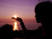ハワイの夕日と友人
