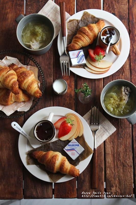 クロワッサン朝ごはん。