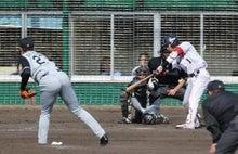 山田を直球で見逃し三振に仕留めた秋山投手