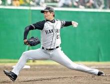勝利投手になった先発の岩崎優投手