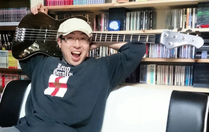 平田敬と愛用ベース
