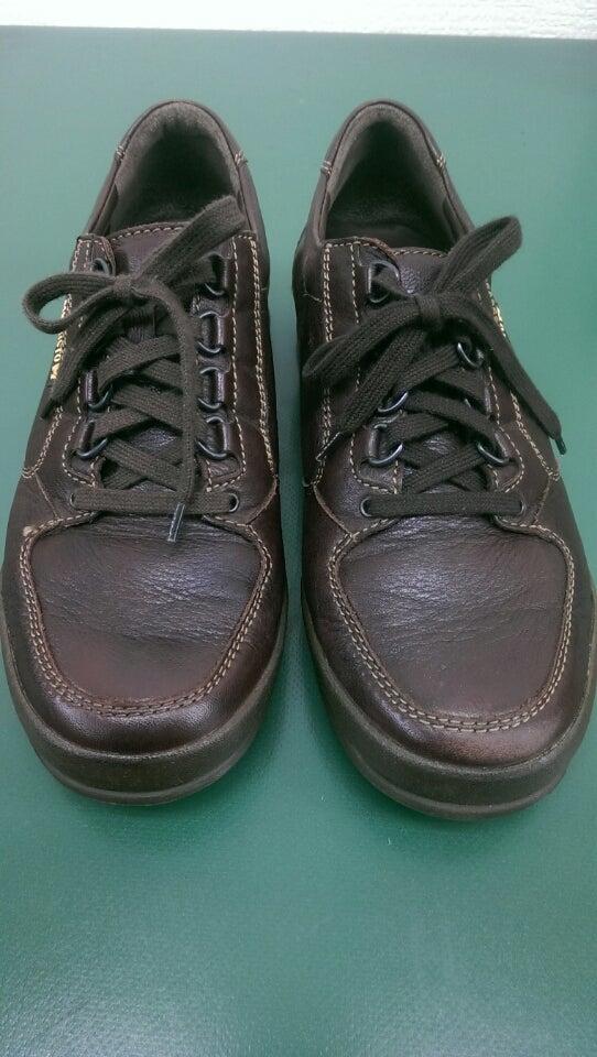 ほんの少し手を加えるだけでキリッとしました。 靴クリームには革のひび割れを防ぐ効果もあり、靴が長持ちします。