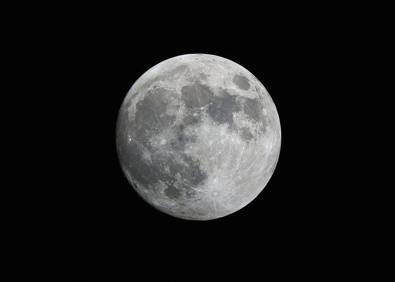 満月直前の月