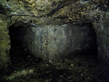 広間から二方向に分岐する隧道