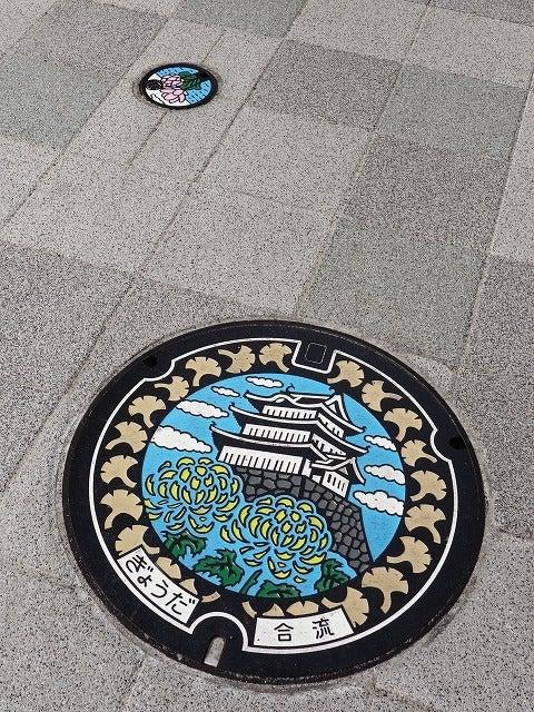 忍城と菊とイチョウ オリジナルマンホール蓋