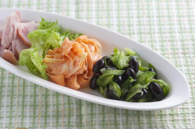 黒豆入り人参とハムのサラダ