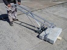 溝掃除等で側溝のコンクリートの蓋を軽く上げる機具