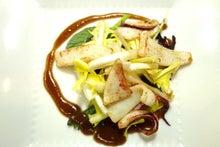 ヤリイカのソテー、タンポポの葉のサラダ