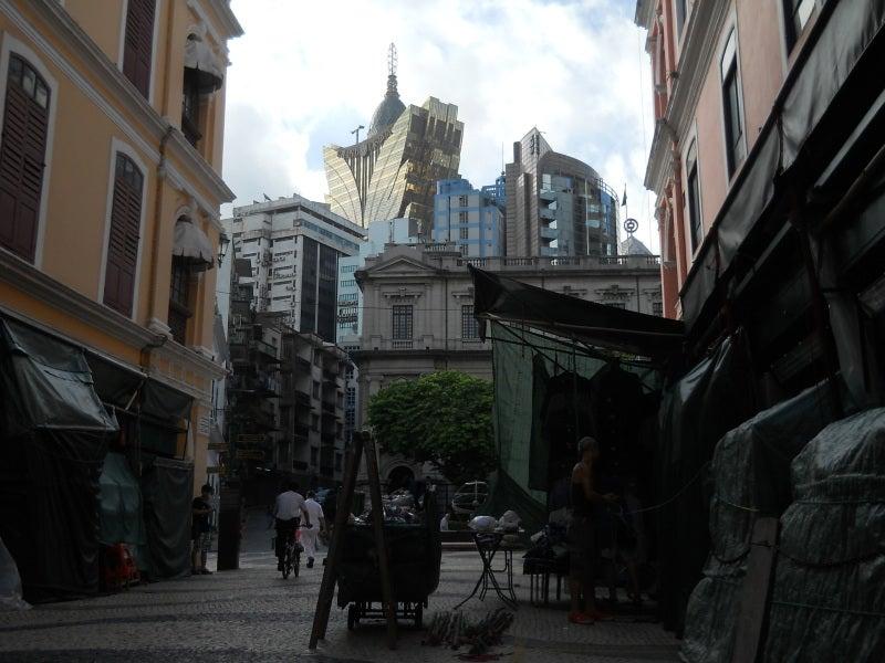 セナド広場からカジノエリアを見上げる