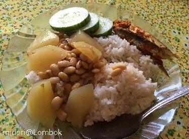 パパイヤと大豆のスープ インドネシア
