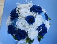 青いバラのブーケ